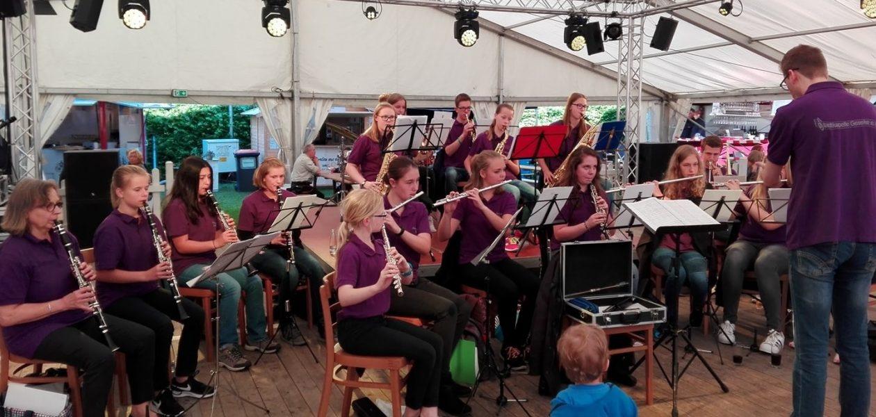 Jugendorchester sorgt für gute Stimmung auf Weinfest